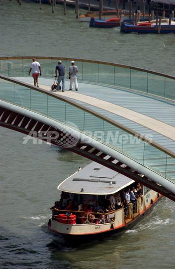 ベネチア運河に4つ目の橋完成も、不評で落成式は中止に