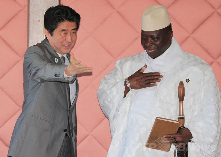ガンビア大統領、「公用語から英語外す」と英語で発表