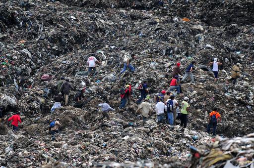 ごみの山で地滑り、7人死亡20人行方不明 グアテマラ