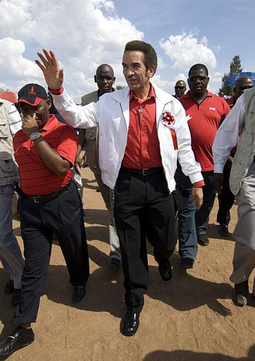 ボツワナ議会選、与党圧勝でカーマ大統領続投