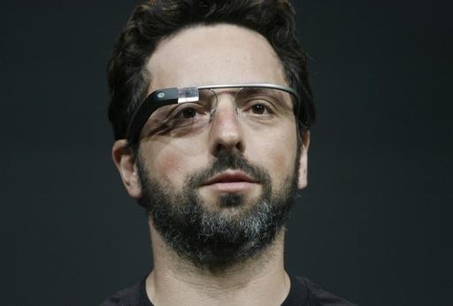 米グーグル、メガネ型機器のテスター募集を開始
