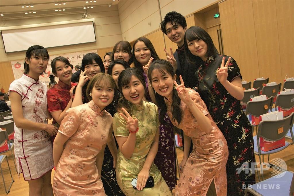 中・日の新成人による「友好成人式」、在中国日本大使館で開催