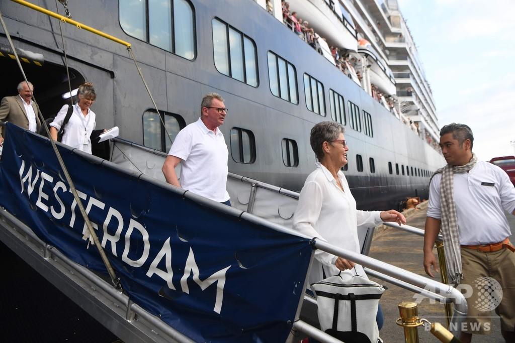 日本が拒否のクルーズ船、カンボジアで下船開始 「人権に配慮」とフン・セン首相