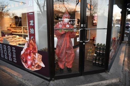 新型コロナウイルス、中国本土での死者1800人超に