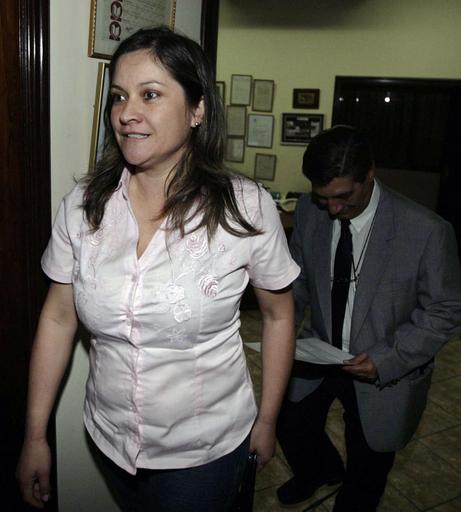 パラグアイ大統領の父親認知訴訟、DNA鑑定1件目はシロ