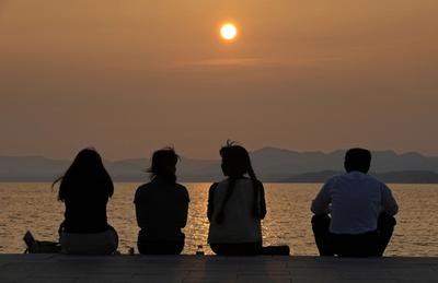 島根県松江市、「宍道湖の夕日」を一大産業に