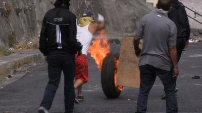 動画:ベネズエラ反政府デモで兵士拘束受け、住民らも警察と衝突
