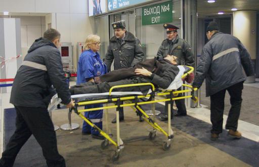 モスクワの空港で自爆攻撃、35人死亡