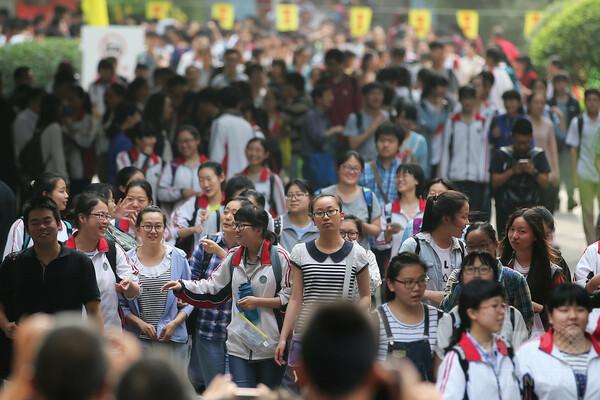 進化する中国の大学入試の不正、対策もハイテク化