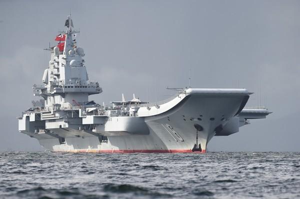 中国空母が台湾海峡を通過、中台の緊張高まる中