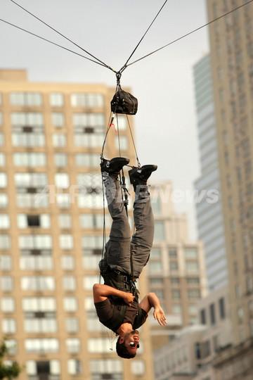 奇術師D・ブレイン、セントラルパークで60時間空中逆さづりに挑戦