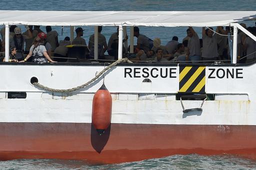 レスボス島の海岸に少女の遺体、難民船沈没の犠牲者か ギリシャ