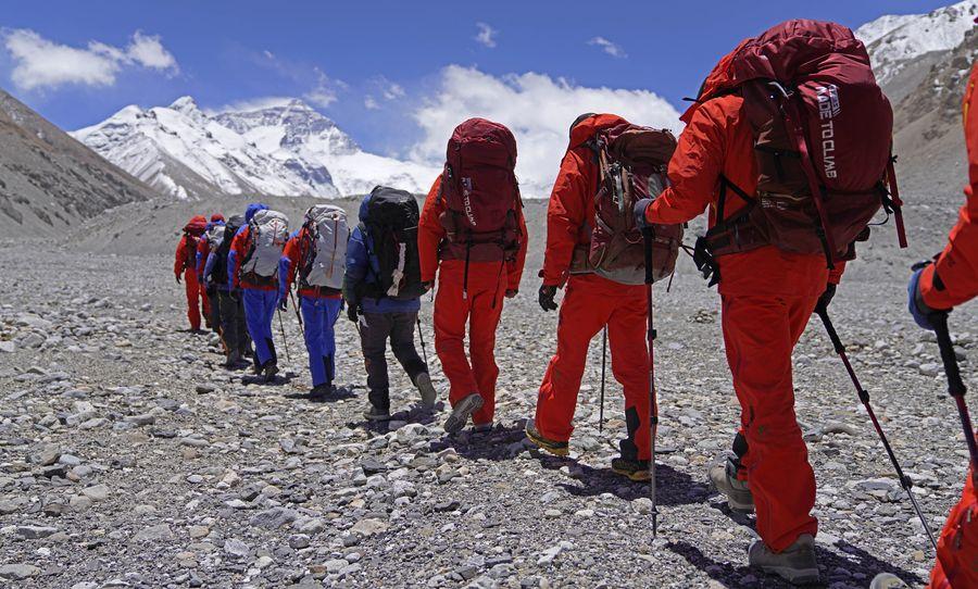 中国・測量チーム、チョモランマ測量に向けベースキャンプ出発