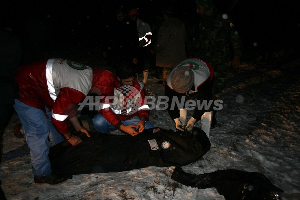イラン北西部で旅客機が墜落、72人死亡 悪天候が原因か
