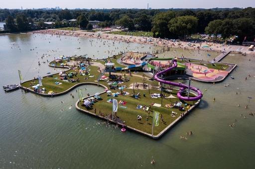 「巨大ジグソーパズル」で夏を満喫、オランダ