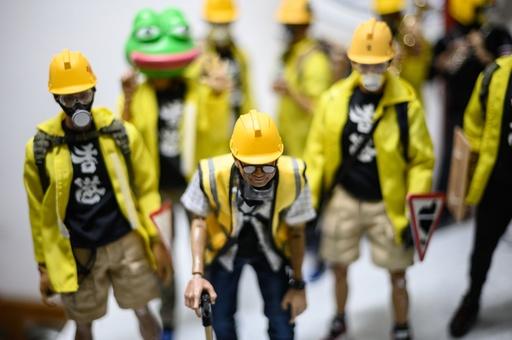 「何が起きているのか知ってほしい」 フィギュアで香港デモ参加者を再現