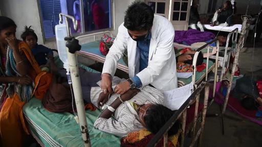 動画:インドでまた密造酒被害 93人死亡、200人が病院へ搬送
