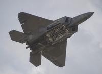 旧日本軍の雷撃機などが展示飛行、米航空ショー