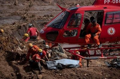 ブラジル鉱山ダム決壊、死者84人に