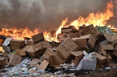 偽造薬50トンを焼却処分、パッケージには漢字 コートジボワール