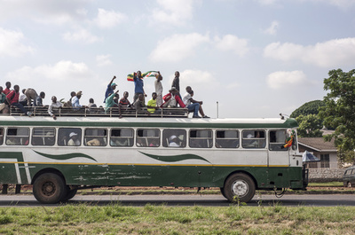 ジンバブエでバス2台が衝突、47人死亡