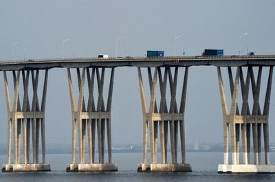 イタリア崩落橋の「双子橋」に懸念、南米ベネズエラ 20年以上メンテなし