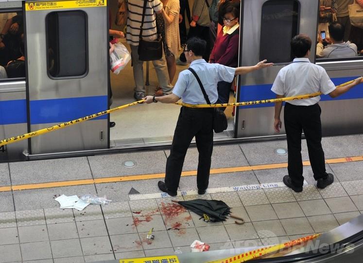 台北の地下鉄車内で無差別殺傷、...
