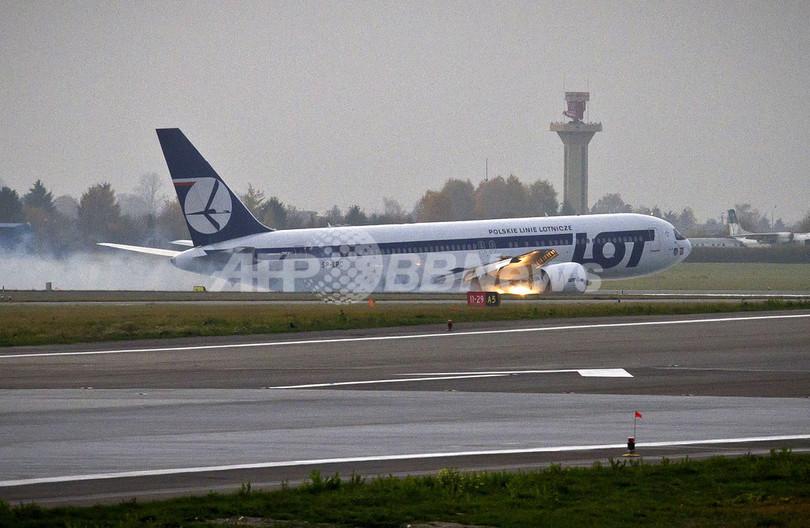 ポーランド航空機が胴体着陸、ワルシャワ空港