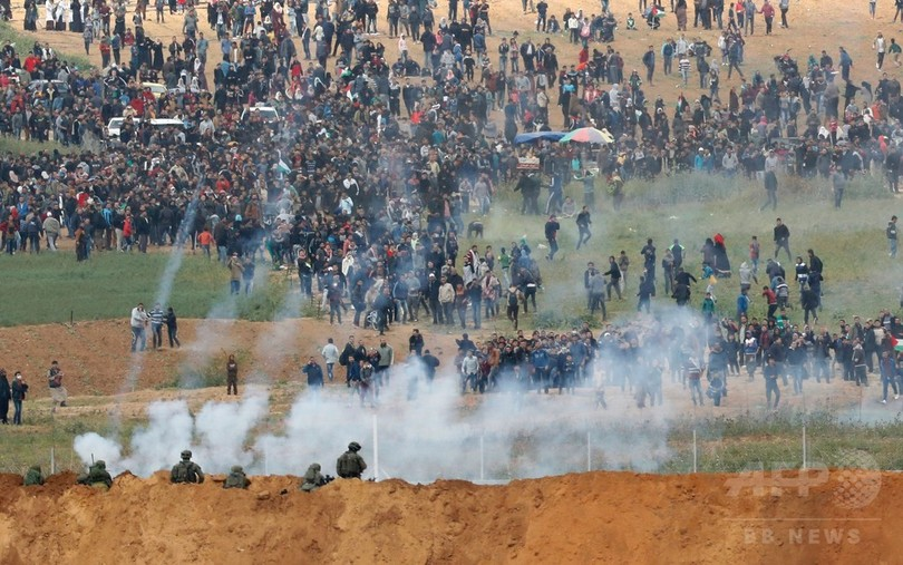 ガザ大規模衝突で15人死亡、1400人負傷 デモに住民数万人