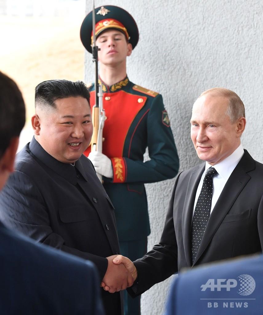 プーチン氏と正恩氏が初顔合わせ、ロ朝首脳会談始まる