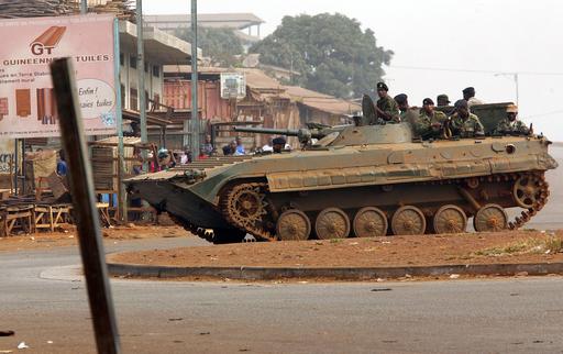 国内の広範囲でゼネストが暴動に発展、いまだ収まらず - ギニア