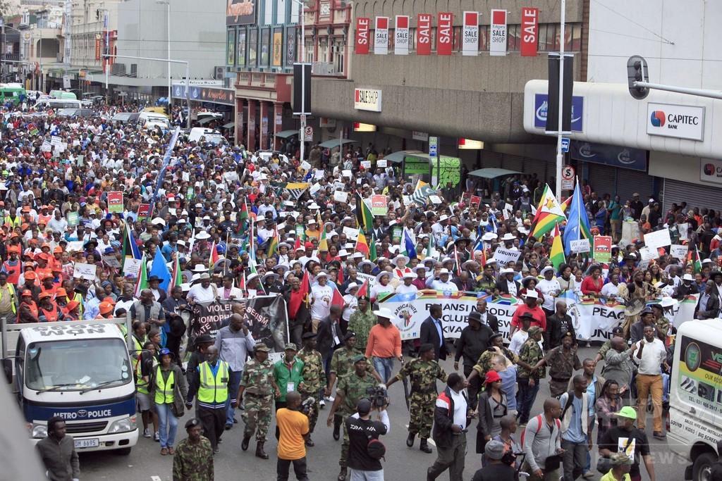 南アで移民への暴力事件が多発、ダーバンでは4000人抗議デモ
