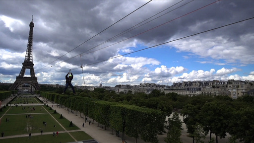 動画:パリの眺めを満喫…できる? エッフェル塔から時速90キロの空中散歩