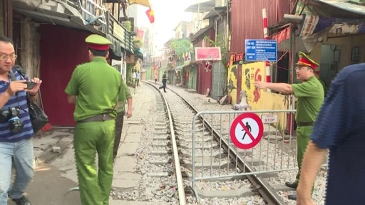 動画:観光客憤慨 「インスタ映え」で人気のハノイ線路、当局が封鎖