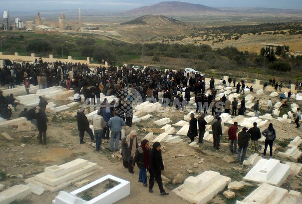 チュニジアでデモ隊と治安部隊が衝突、14人死亡