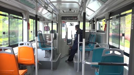 日常が今また動く…市バス運行再開、初日の人々 中国・武漢