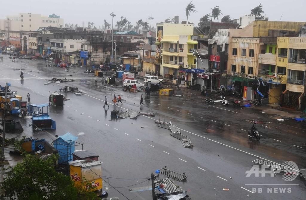 インドに大型サイクロン上陸、8人死亡 エベレストでも強風被害