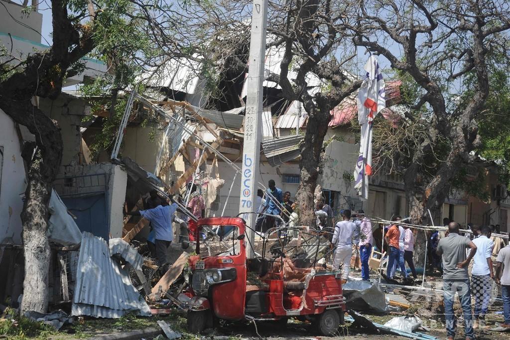 ソマリア首都で飲食店に爆弾攻撃、15人死亡 過激派が犯行声明
