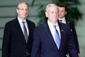 マティス米国防長官、安倍首相と会談 「100パーセント、日本と協力」