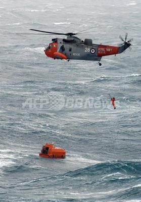 サスペンス映画見て救助要請、英海軍ヘリも「現場」へ急行
