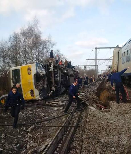 ベルギーで列車脱線、1人死亡 27人負傷