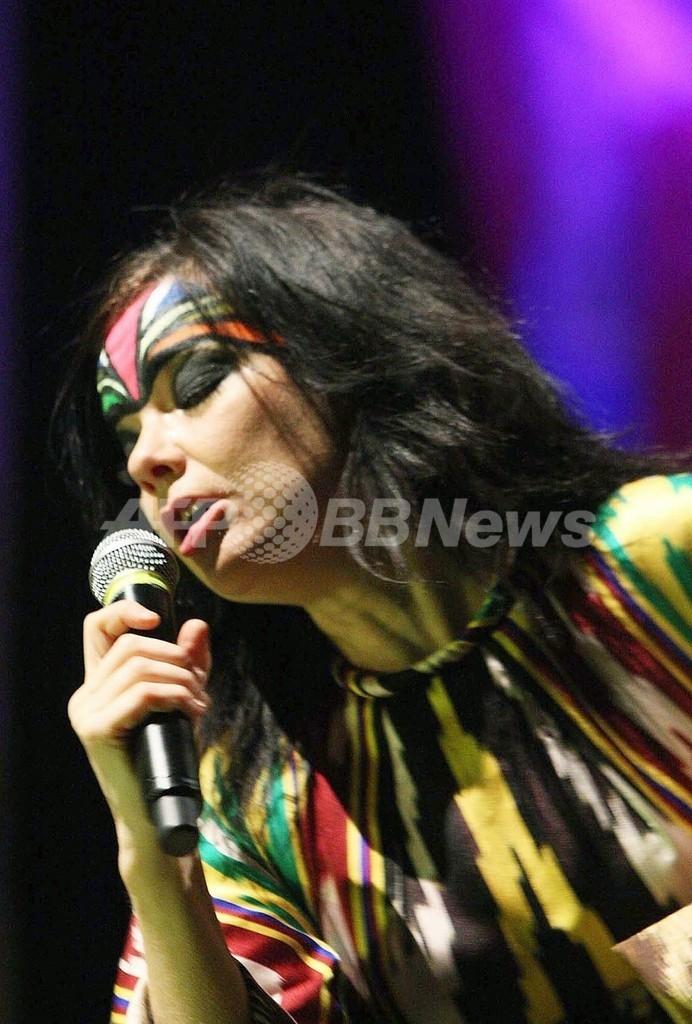 公演で「チベット独立」叫んだビョークに、中国政府が非難声明