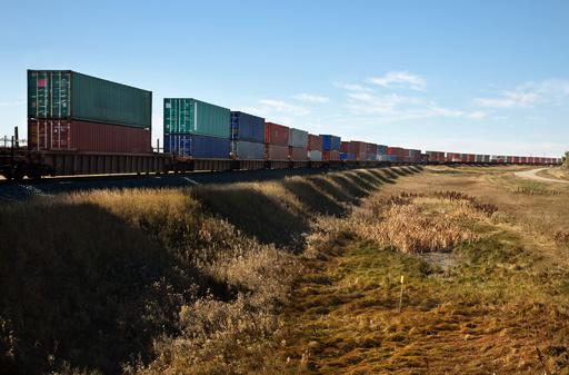カナダ西部で貨物鉄道脱線 3人死亡