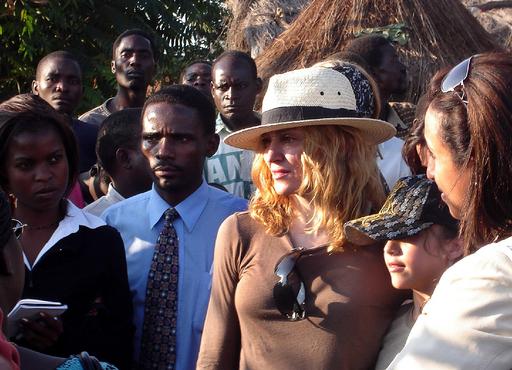 マドンナ、6日間の訪問を終え帰国 - マラウイ