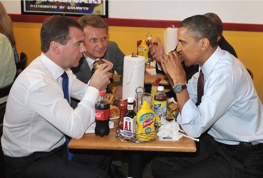 ランチは一緒にハンバーガー、米露首脳 経済強調拡大で合意