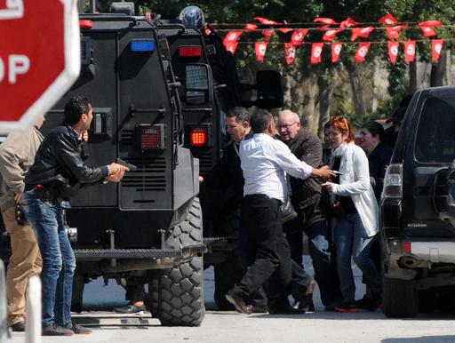 チュニジア襲撃、隠れていた2人を救助 外国人死者は20人に