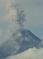 フィリピン・マヨン山、大規模噴火の懸念高まる