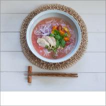 """万能調味料""""塩トマト""""を使用、さっぱり冷たいフォーのレシピ"""