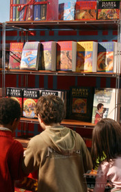 「ハリー・ポッター」最新作、出版発表翌日に早くもベストセラー