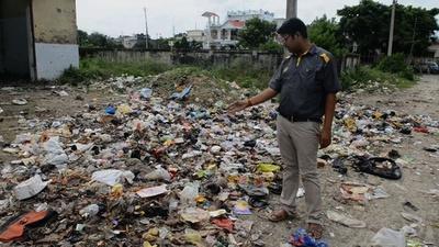 字幕:政府公認「インドで最も汚れた街」の惨状